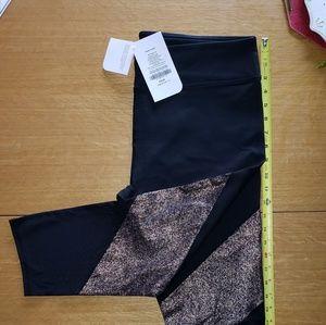 Fabletics Salar 2x black/blush capri leggings